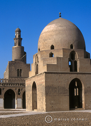 Ibn Tulun mosque - Cairo, Egypt. Image from www.wahyuinqatar.wordpress.com