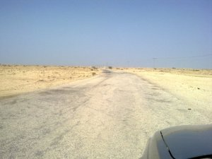The beginning of 3.7 km rough asphalted road to Fuwairit (see telegraph poles)