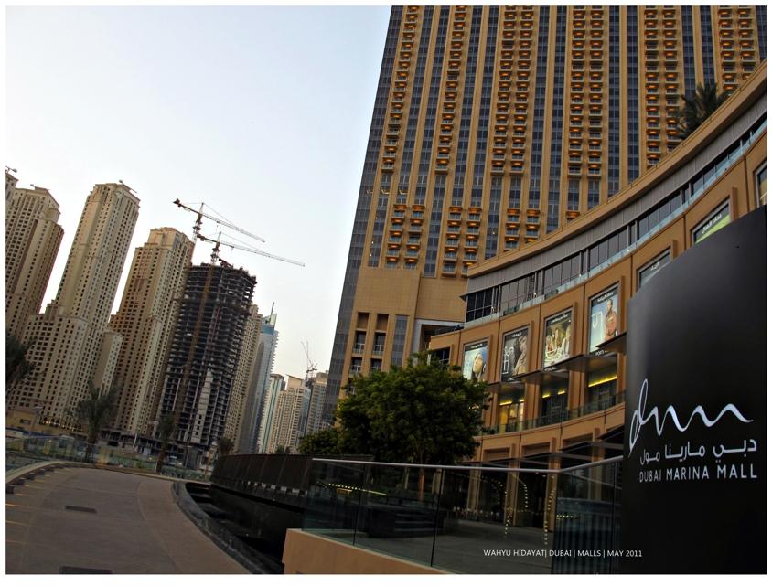 Dubai Marina Mall (promenade side)