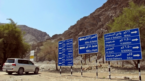 A barrage of sign at Wadi Bani Awf
