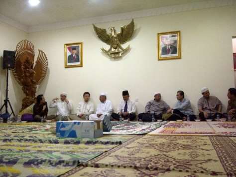 Group iftar at the Indonesian Embassy Doha, coinciding with Nuzulul (the descend of the) Qur'an celebration.