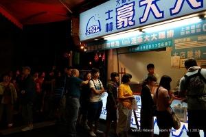 Long queue means good food?