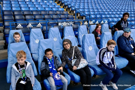 Fathan and his mom on Mourinho's seat